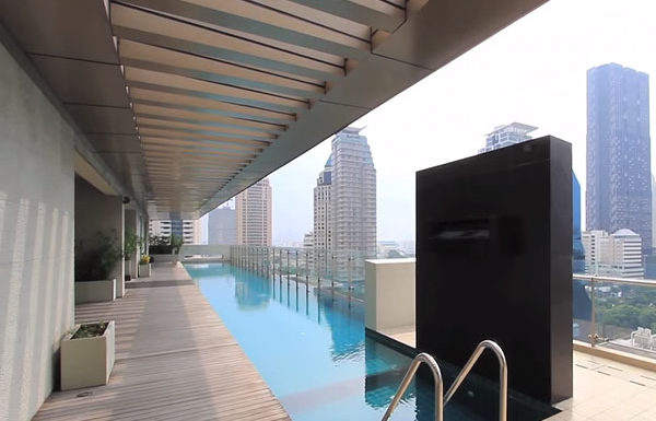 The-Legend-Saladang-Bangkok-condo-for-sale-swimming-pool-2