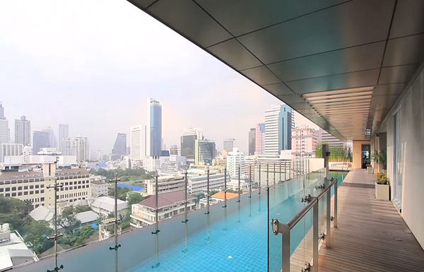 The-Legend-Saladang-Bangkok-condo-for-sale-swimming-pool